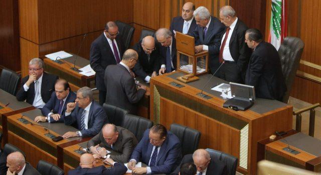 البرلمان اللبناني يمدد ولايته إلى غاية 2017